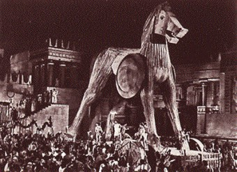 the_trojan_war_horse_statue-340x247